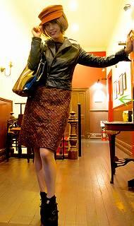 レザーにウールスカート